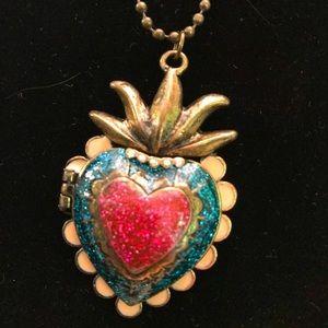 Jewelry - Lovely Enameled Heart Locket!